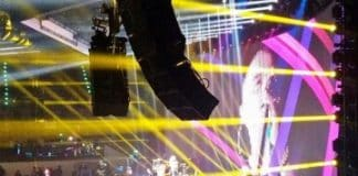 Cabeza móvil multifunción de gira con Eros Ramazzotti.