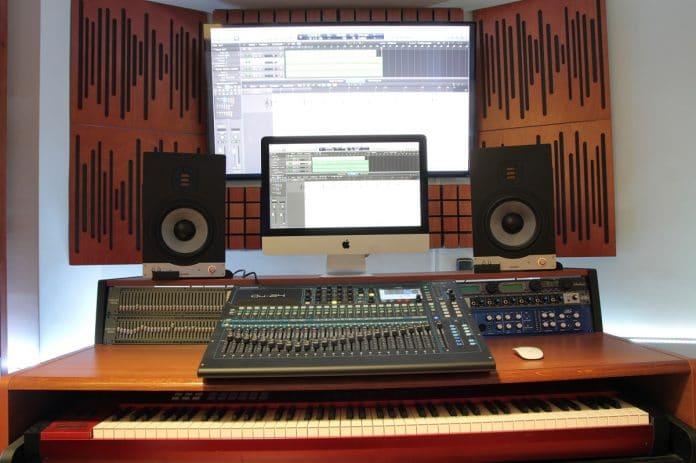Musiluz, la escuela de sonido con una mesa Allen&Heath Qu-24