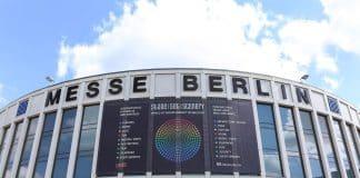 """Focos de iluminación profesional en la feria """"Stage Set Scenery"""" de Berlín"""