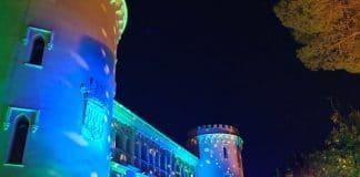 Cabezas móviles iluminan la fachada del Castillo de Viñuelas