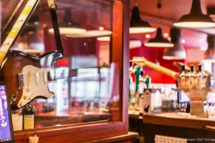 LD Systems CURV 500 instalado en restaurante Le Fender Tex-Mex»