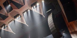 Cuatro configuraciones diferentes de d&b para una sala de conciertos.