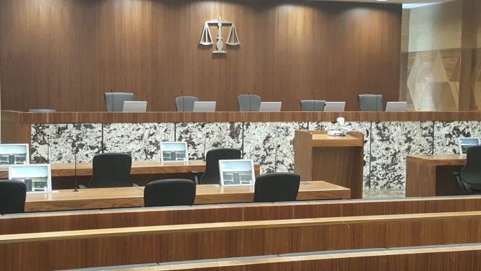 Monitores retráctiles de albiral en los tribunales de Jahra en kuwait