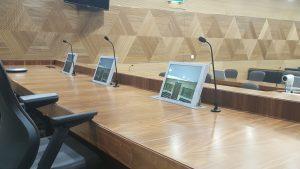 Monitores retráctiles de albiral en los tribunales de Jahra en kuwait y Farwaniya en Kuwait
