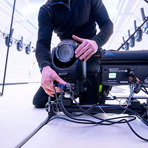 instalación equipos de sonido profesional de Adam Hall Group